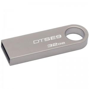 La unidad Flash SE9 USB DataTraveler de Kingston dispone de unaatractiva carcasa de metal y un anillo grande de transporte Supe