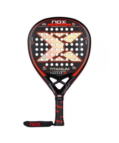 pLa nueva Nox Titanium Carbon 3K Luxury Series es una pala en forma de diamante para jugadores con un fuerte estilo que gusta d